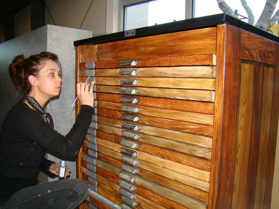 Kate applying a woodgrain finish